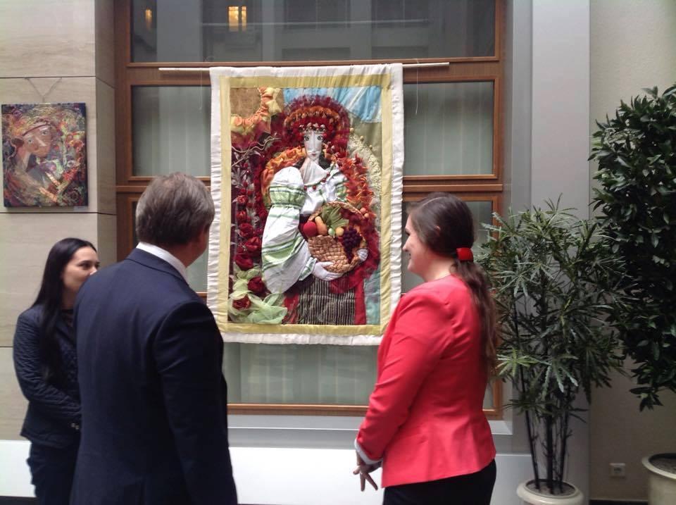 Житомирська художниця Ольга Дідківська експонує свої картини у Міністерстві фінансів