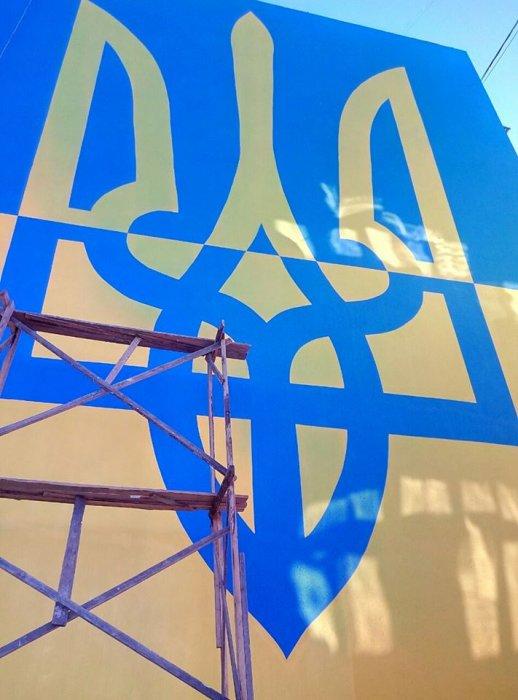 В Овручі на стіні багатоповерхівки з'явився патріотичний мурал. ФОТО