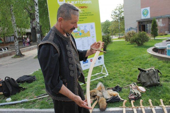У Пулинах живе козак Лис, який навчає дівчат і хлопців унікальному бойовому мистецтву