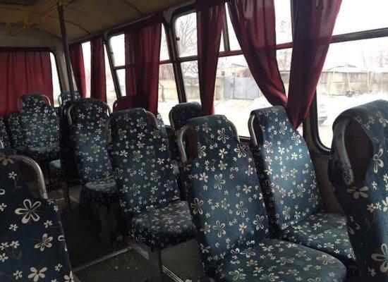 На бердичівському мосту у Житомирі рейсовий автобус зіштовхнувся з Renault