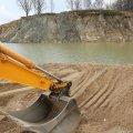 Під обласною прокуратурою активісти вимагають припинити незаконний видобуток піску