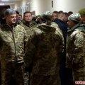 Порошенко у Бердичеві вручив військовим нагороди та цінні подарунки
