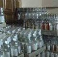 У Житомирській області податківці вилучили понад 2000 літрів фальсифікованого алкоголю та 700 пачок цигарок