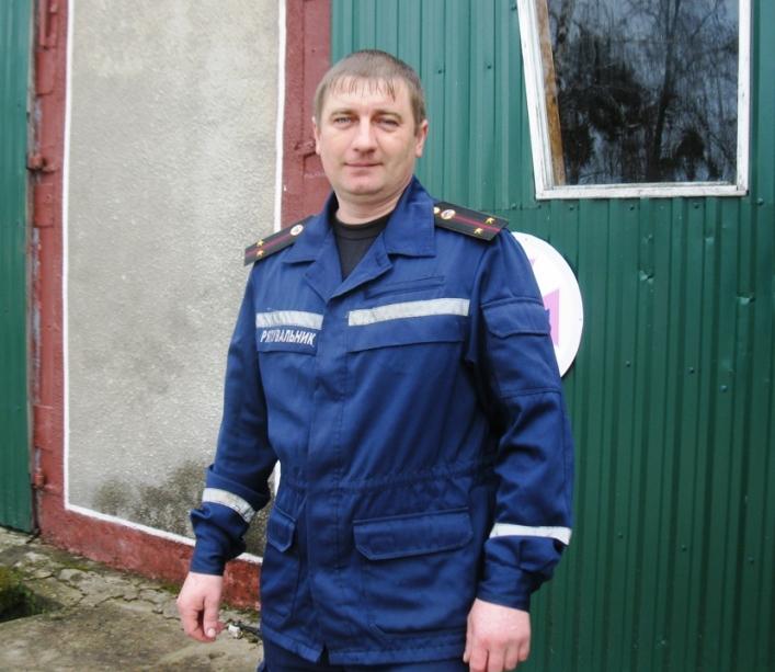 В Емильчинском районе спасатели вытащили местного жителя из лап сбесившегося механизма