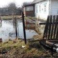 Рятувальники залучили екскаватор, щоб відкачати воду з подвір'я в Овручі