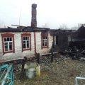 У Радомишльському районі військові з рятувальниками загасили палаючу хату