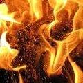У Коростені під час пожежі у квартирі загинув чоловік, а жінку госпіталізували до лікарні