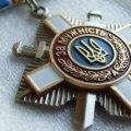 Сестра загиблого Героя України повернула медаль брата через кричущий цинізм Порошенка