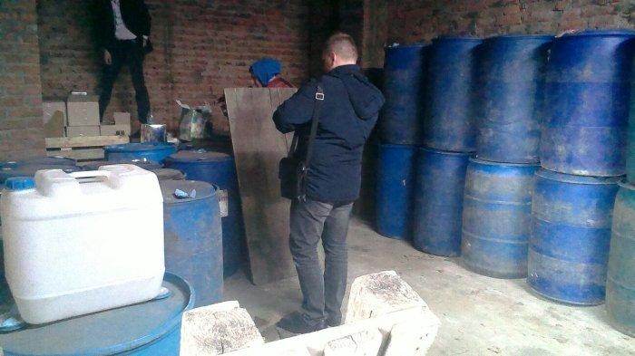 У Житомирі викрили підпільні цехи з 12 тоннами етилового спирту та 5 тоннами готової продукції