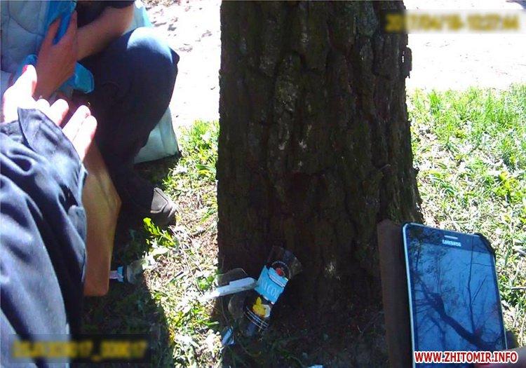 У сквері на Лятошинського житомирянка намагалася порізати собі вени через сімейний конфлікт