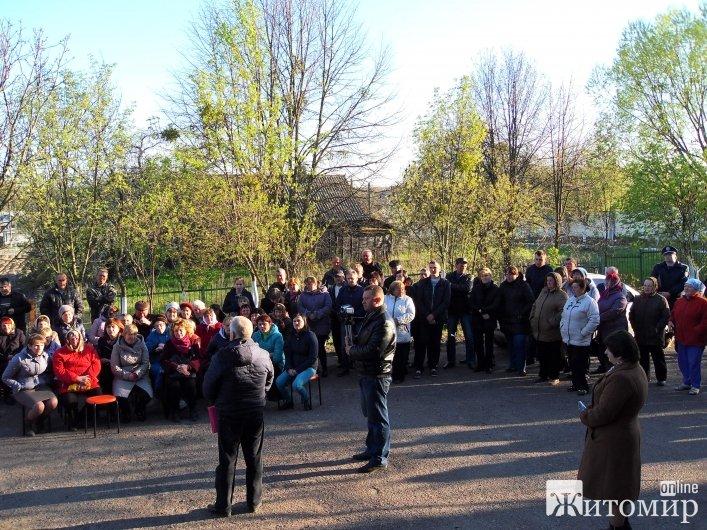 У Корчаку поліція за вказівкою влади не впустила людей до школи на схід села