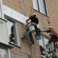 Бердичівлянин упав з висоти 9 поверху, коли утеплював будинок