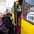 В Житомире водитель маршрутки выгнал и избил пассажира