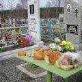 Житомирські патрульні розшукали хлопчика, який залишив батьків і пішов збирати цукерки на кладовищі