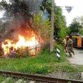 У Коростені 5 пожежників гасили палаючий гараж