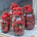 У Високій Печі уже продають перші полуниці