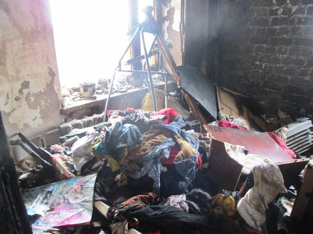 У Житомирі горіла квартирі 14-поверхівка: 32-річна жінка вчаділа, ще трьох людей евакуювали