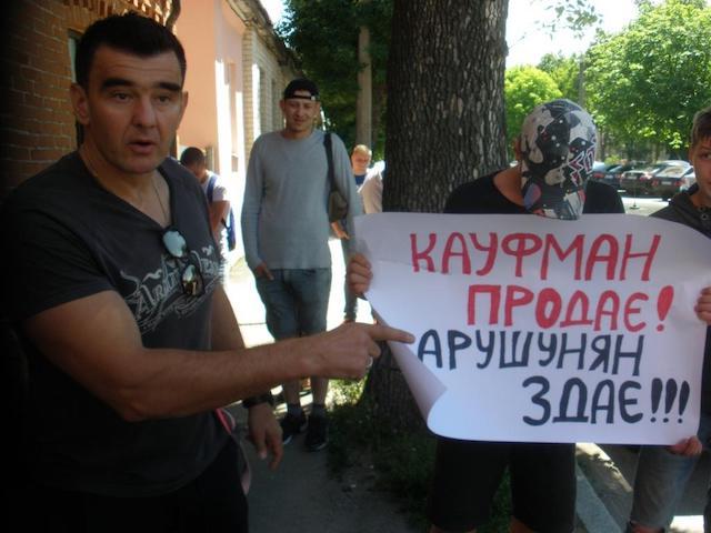 Вымогательство – заработки житомирских активистов?