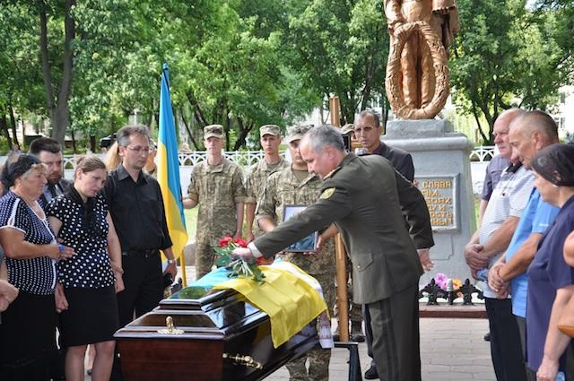 Сьогодні у Житомирі прощалися із загиблим полковником СБУ Юрієм Возним. ФОТО