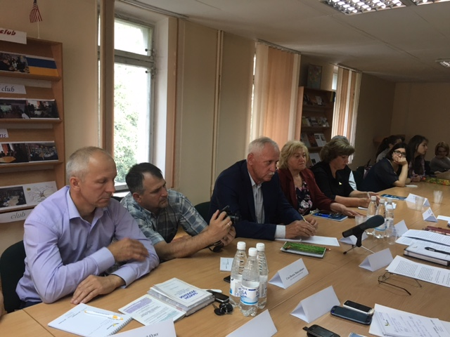 """В Житомирі відбувся круглий стіл """"Збереження прав людини та громади при здійсненні децентралізації"""""""