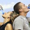 У спеку житомирські медики радять випивати до трьох літрів води та скорочувати робочий день