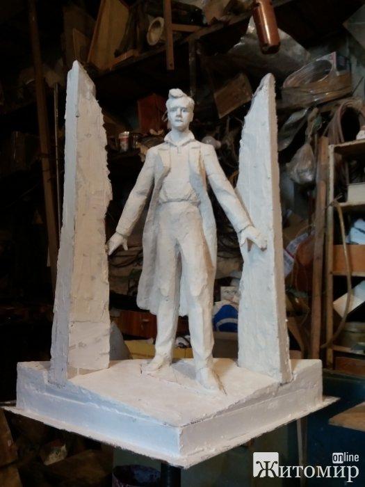 Страсті за пам'ятником Ольжичу в Житомирі: скульптор Василь Фещенко хоче відмовитися від свого авторства