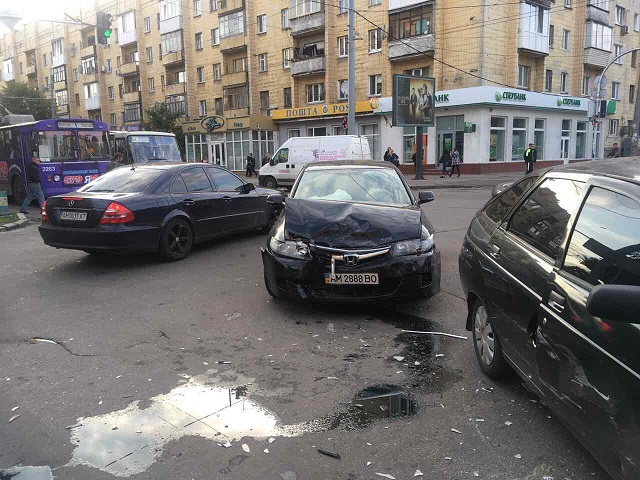 У Житомирі знову аварія на перехресті Київської та Східної вулиць