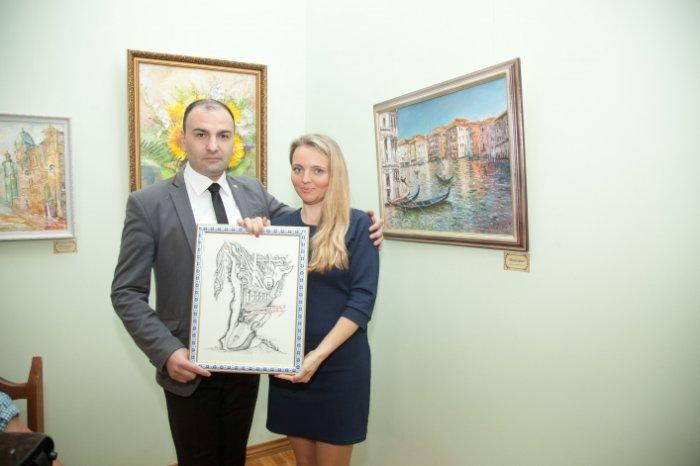 Вірменський художник подарував  Житомиру до Дня міста свою персональну виставку