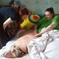 Чтобы погрузить весящую 370 кг жительницу Коростеня для отправки на лечение в Германию понадобились усилия 60-ти спасателей и специально сконструированная техника