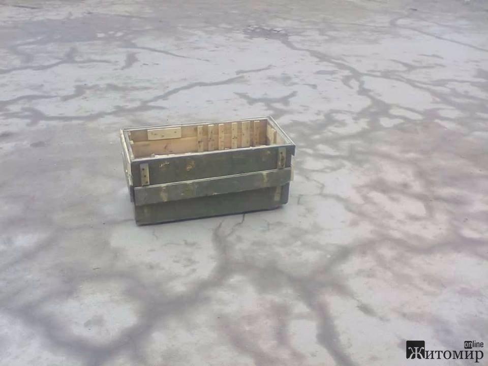 У Бердичеві замість сміттєвих баків - ящики з-під патронів. ФОТО