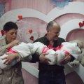 У Житомирі виділили матеріальну допомогу родині Ільницьких з трійнятами та рідним загиблого десантника
