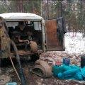 На Житомирщині правоохоронці затримали три групи кмітливих підприємців, коли ті облаштовували місце для копальні бурштину.ФОТО