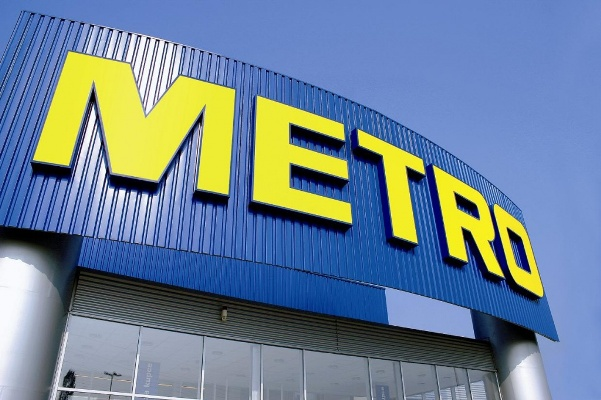"""У житомирському """"Метро"""" касири відмовили обслуговувати покупців через відсутність фірмової картки"""