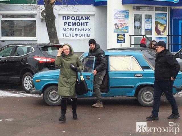 На Житньому ринку у Житомирі автівка збила жінку. ФОТО