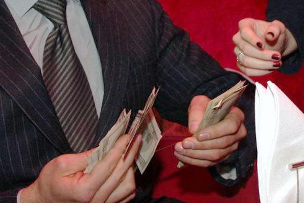 Премии и надбавки: какую зарплату получает руководство Житомирской райгосадминистрации