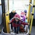На Житомирщині діти не можуть дістатися в школу, бо перевізник відмовляється їздити поганою дорогою. ВІДЕО