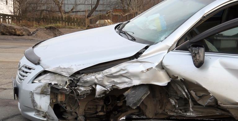 Біля аеропорту в Житомирі зіштовхнулися три автомобілі, двох потерпілих забрала «швидка»