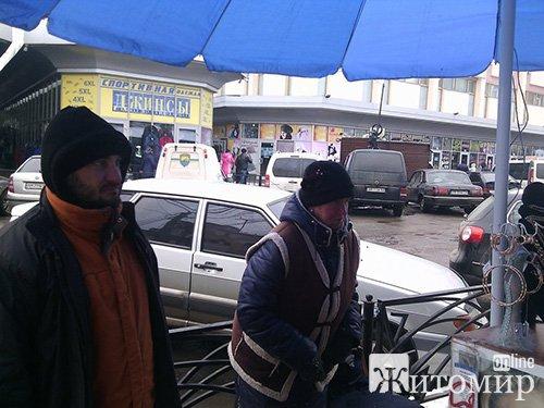 """На Хлібній купа сміття і жахливий сморід: подарунок від працівників КП """"Житомирводоканал"""""""