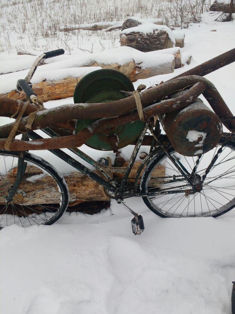 Житомирські прикордонники затримали 51-річного киянина без документів, який намагався вивезти на велосипеді понад центнер металу із ЧАЕС