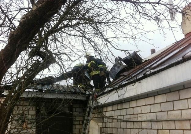 У Житомирі жінка з немовлям вистрибнула з вікна, щоб урятуватися з палаючого будинку