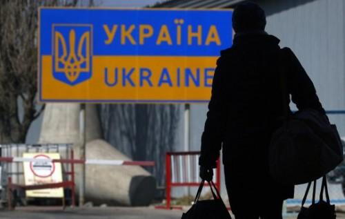 Люди бегут из Украины потому, что Вы пустили страну под откос