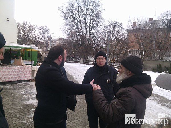 У Житомирі біля собору розпочалась сутичка між Київським і Московським патріархатом. ФОТО