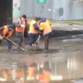Появилось видео, как коммунальщики Киева кладут асфальт прямо в лужи