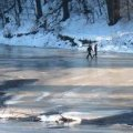 У селі Житомирської області рибалки витягнули з води чоловіка, який повертався додому та провалився під лід