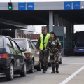 Украинцам меняют правила прохождения границы
