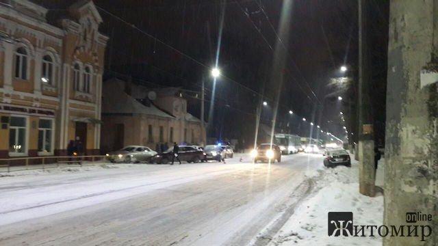 У Житомирі через ДТП зупинився рух трамваїв. ФОТО
