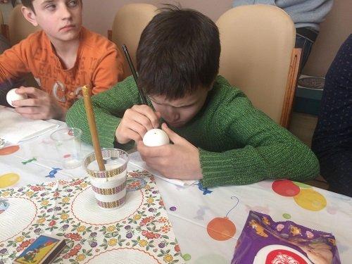 У Житомирі провели майстер-клас з писанкарства для дітей бійців АТО
