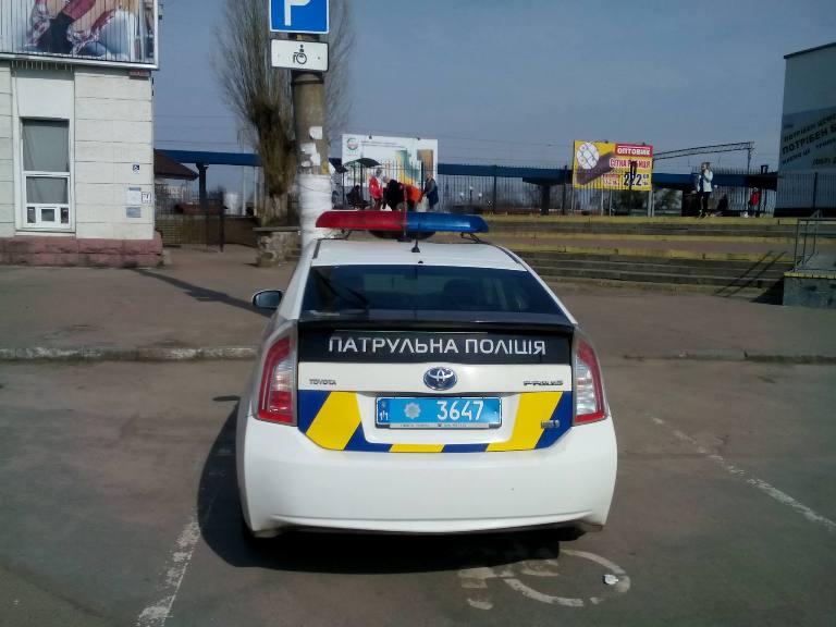 """У Житомирі поліція припаркувалася """"по правилам"""""""