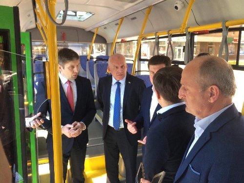 Житомирянам презентували нові білоруські автобуси, які згодом з'являться на вулицях міста. ФОТО