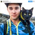 Instagram дня: як кіт подорожує два роки у рюкзаку хазяїна